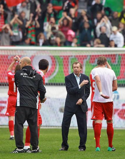 Кроме прочих проблем у тренера начался конфликт с президентом клуба Ольгой Смородской. 29 ноября 2010 года совет директоров снял его с должности