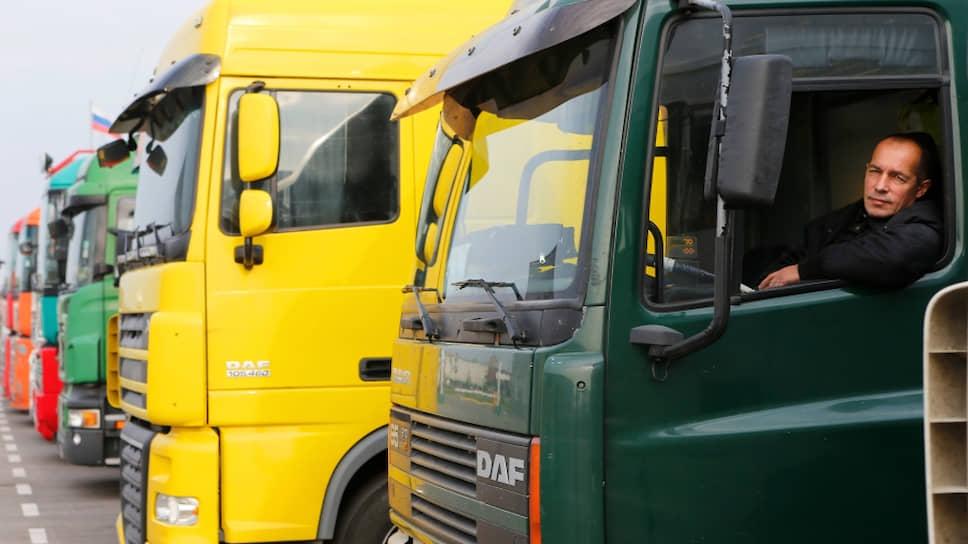 Российские грузовики притормозили на границе с Китаем
