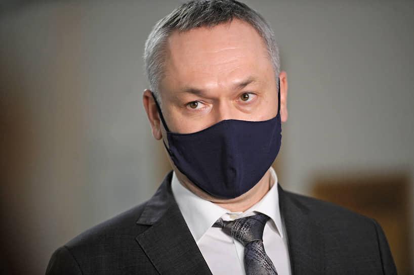 Губернатор Новосибирской области Андрей Травников во время посещения городской клинической больницы №11, которая была перепрофилирована в инфекционный госпиталь