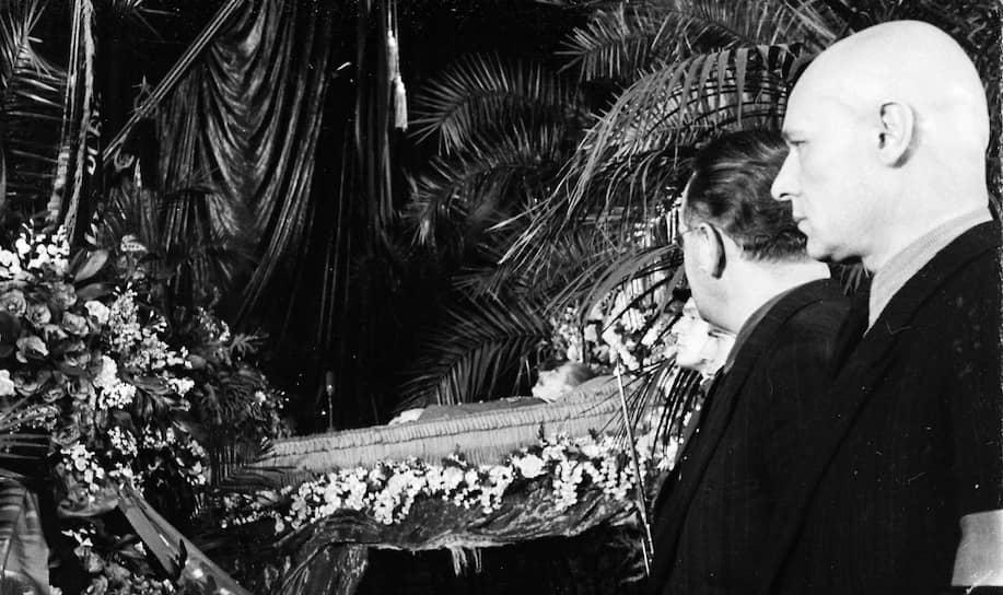 Ликвидация «шарашек» началась после смерти Сталина. 30 марта 1953 года был расформирован 4-й спецотдел МВД, который занимался руководством системой тюремных НИИ и КБ. Большинство «шарашек» были преобразованы в отраслевые Научно-исследовательские институты