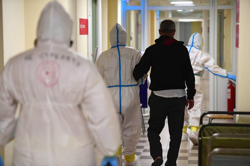По словам министра здравоохранения Московской области Светланы Стригунковой, около 10% медиков, работающих в больницах Подмосковья, сами заболели коронавирусом