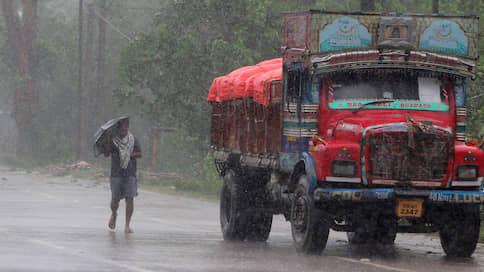 Шторм во время чумы  / На Индию и Бангладеш обрушился «ураган века»