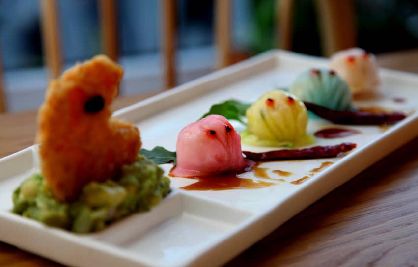 На этом приключения героя в кино не закончились: в 2015 году вышел фильм «Пиксели», где Pac-Man также был среди персонажей <br> На фото: блюдо в китайском ресторане