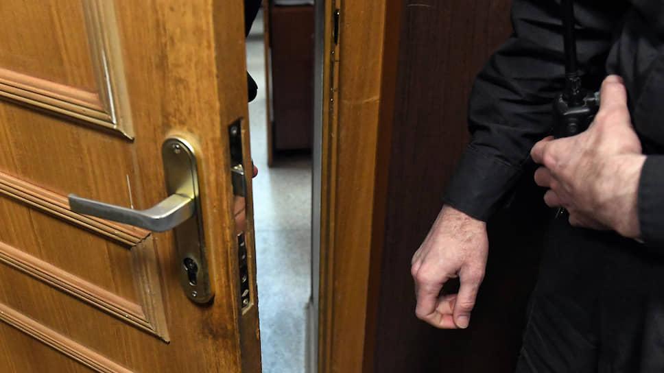 Адвокаты раскрыли Генпрокуратуре тайны следствия / Дом защитника по громкому делу обыскали без санкции