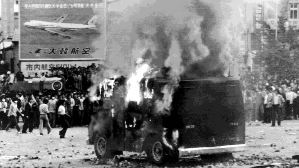 В мае 1980 года недовольные новой диктатурой жители Сеула несколько дней подряд выходили протестовать на улицы, но главные события разыгрались не в столице страны
