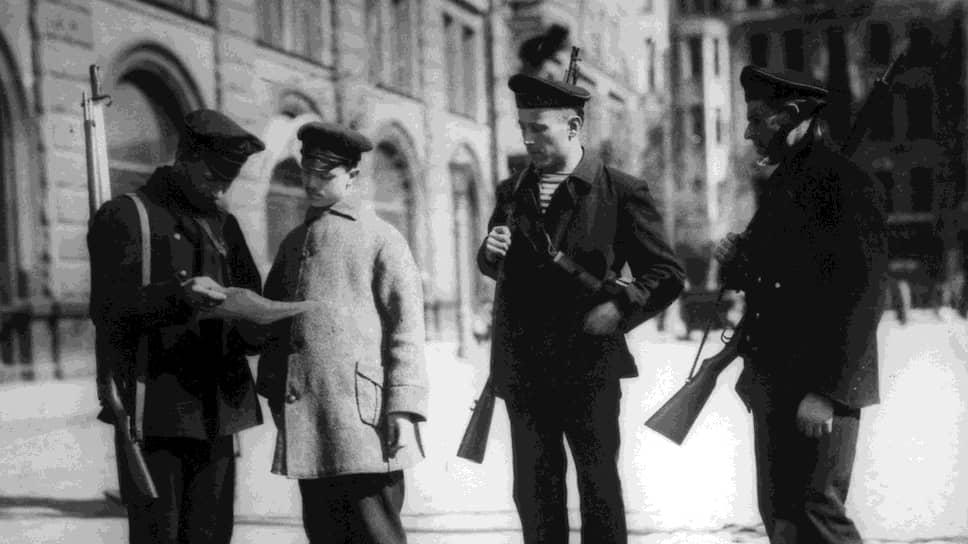 Оружие в руках и революционное правосознание создавали неограниченные возможности для «безгрешного обогащения»