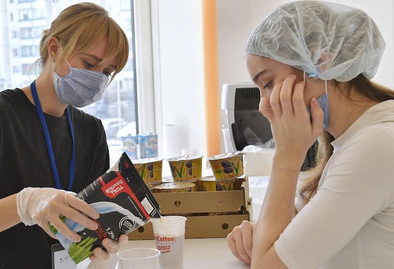 В Москве волонтеры организуют питание сотрудников в Федеральном центре мозга и нейротехнологий (ФЦМН). С 13 апреля ФЦМН перепрофилирован в инфекционный центр для круглосуточного приема больных с COVID-19