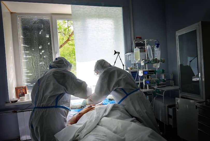Одинцово, Московская область. Сотрудники больницы во время работы