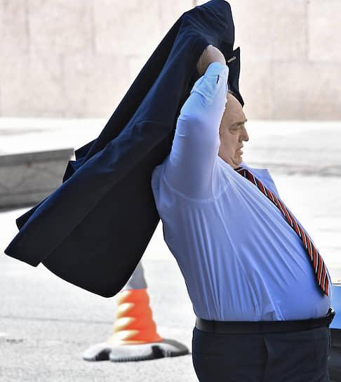Москва. Сенатор Франц Клинцевич перед началом заседания Совета федерации