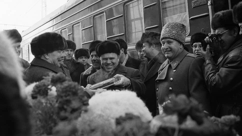 Генеральному секретарю ЦК КПСС Л. И. Брежневу постоянно вручали памятные подарки, которые нередко оказывались очень ценными