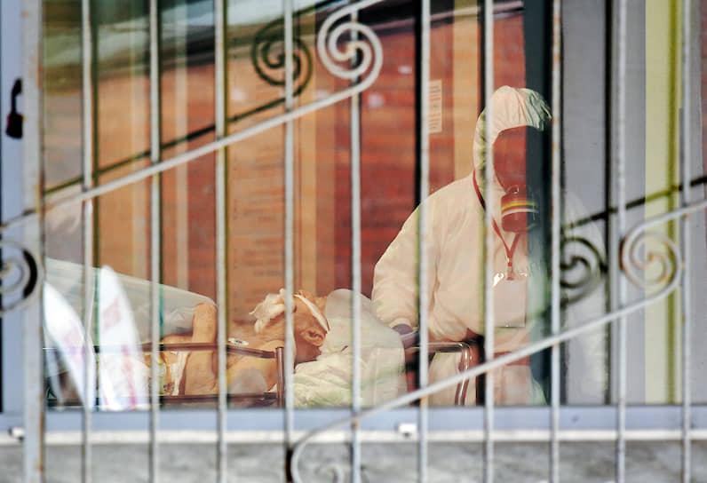 Санкт-Петербург, Россия. Пациент с подозрением на коронавирус в приемном отделении Клинической больницы №122