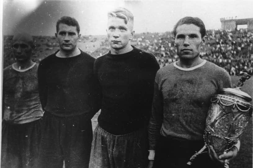 В финале Кубка СССР 27 августа 1944 года на стадионе «Динамо» в Москве футболисты «Зенита» под руководством тренера Константина Лемешева одержали победу 2:1 над ЦДКА (с 1960 года — ЦСКА), выиграв трофей и став первой немосковской командой — обладательницей кубка