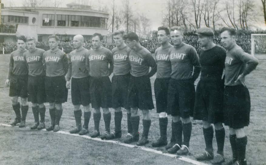 В том же году ЛМЗ был передан в ведение Народного комиссариата вооружения, имевшего собственное спортивное общество «Зенит». С чемпионата СССР 1940 года команда начала выступать под новым названием — «Зенит»