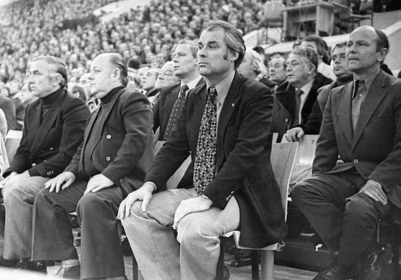 В 1967 году «Зенит» занял последнюю строчку в чемпионате СССР и был близок к тому, чтобы покинуть высший дивизион, однако в честь юбилея Октябрьской революции было решено оставить команду в первой группе A. В 1980 году под руководством Юрия Морозова (на фото в центре) «Зенит» выиграл бронзу чемпионата страны