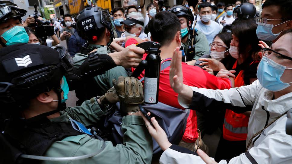 Едва парламент Гонконга приступил к рассмотрению закона об уважении гимна КНР «Марш добровольцев», как город вновь захлестнули антиправительственные выступления