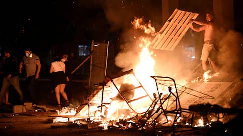 Разбитые витрины, опустошенные магазины и поджоги