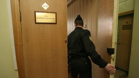 Чиновнице оставили взятку  / С экс-главы липецкого земельного управления сняли два из трех обвинений