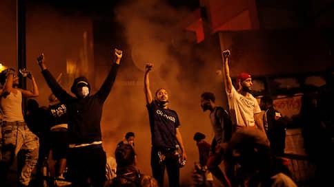 Чрезвычайная ситуация на расовой почве  / Гибель афроамериканца Джорджа Флойда спровоцировала в США массовые беспорядки