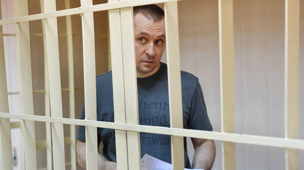 С Дмитрия Захарченко запросили эквивалент / Мосгорсуд пересмотрит часть дела о конфискации активов экс-полковника МВД