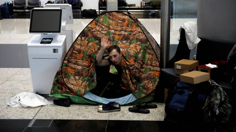 Гражданин России, застрявший в аэропорту в Стамбуле