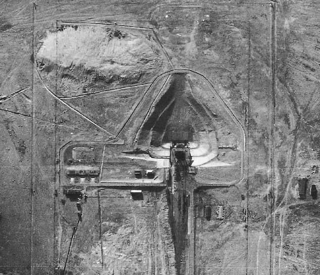 Для испытаний межконтинентальной баллистической ракеты Р-7, изначально разработанной для доставки водородной бомбы, Советом министров СССР было принято решение о создании нового научно-исследовательского испытательного полигона №5 Минобороны СССР, ставшего затем космодромом Байконур
