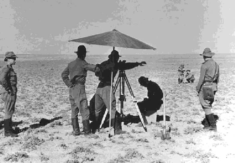 В 1954 году специальной комиссией для строительства полигона был определен пустынный район Казахской ССР восточнее Аральского моря около железнодорожной станции и поселка Тюра-Там. Ранее испытания советских ракет проводились на полигоне Капустин Яр в Астраханской области