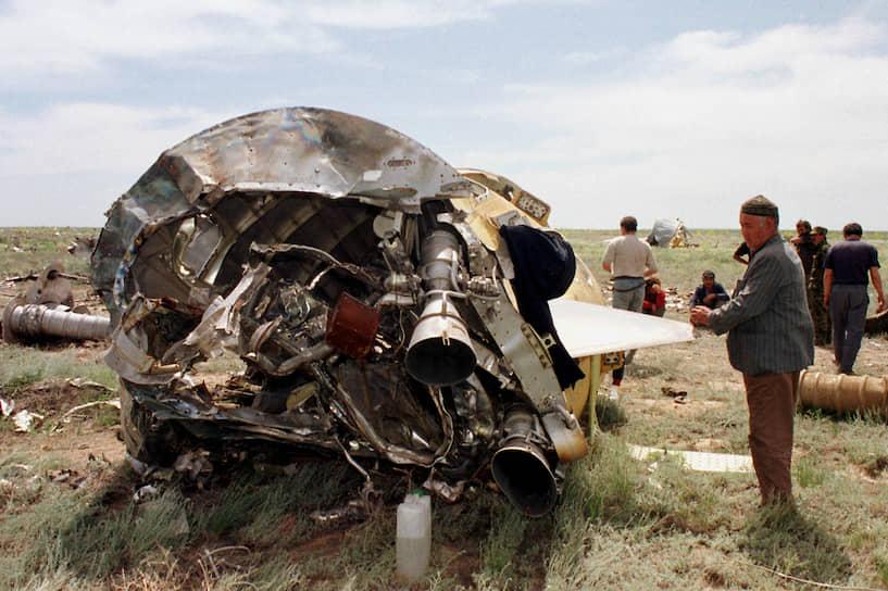 В июле 1999 года, после аварии российского военного спутника связи «Радуга», власти Казахстана временно запретили пуски ракет с космодрома. После возмещения ущерба российской стороной пуски возобновились