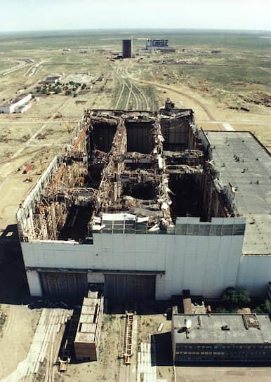12 мая 2002 года произошло обрушение крышимонтажно-испытательного корпуса, который был принят в эксплуатациюв1967 году. По результатамрасследования правительственной комиссии, причиной обвала стали значительные отклонения от проекта, который сам по себе имел конструктивные недочетыпроектировщиков