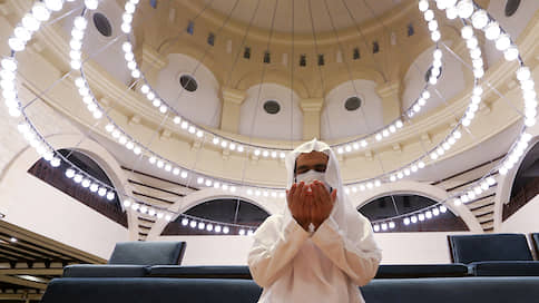 Саудовская Аравия вернулась в мечети  / Возобновление общих молитв стало главным символом выхода из карантина