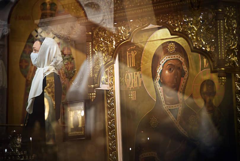 Москва, Россия. Богослужение в храме Христа Спасителя