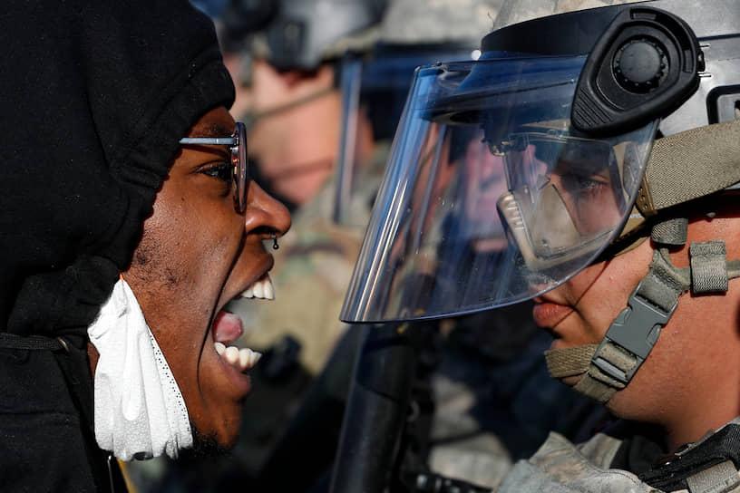 Видео с последними минутами жизни Флойда вызвало широкий общественный резонанс. На следующий день на месте инцидента стали проходить акции под лозунгами общественного движения Black Lives Matter («Жизни черных важны»)