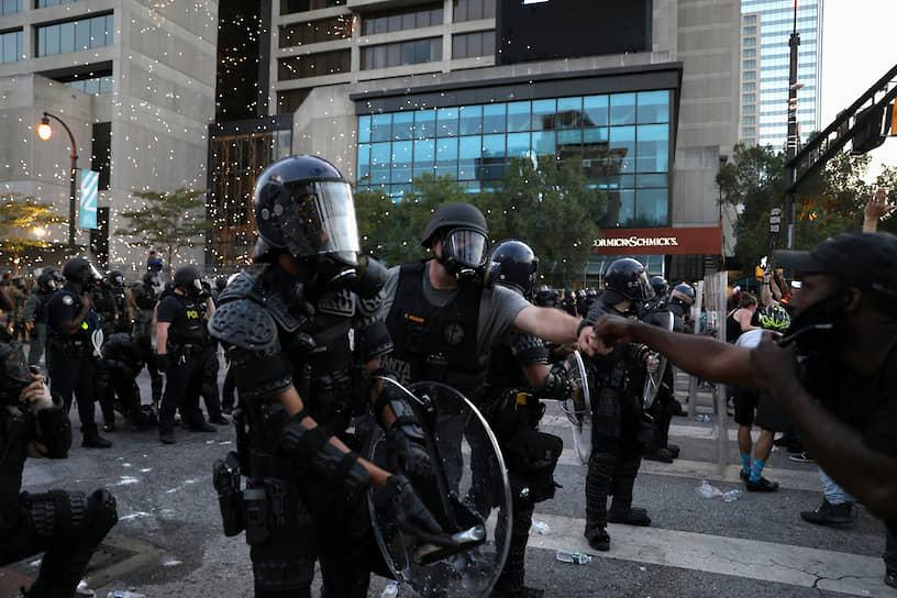 К подавлению беспорядков привлечено более 17 тыс. бойцов Нацгвардии