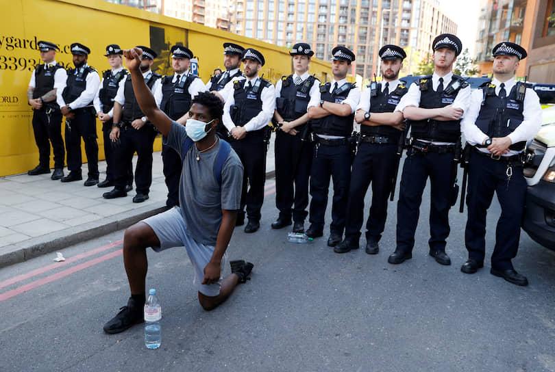 В Лондоне в протестных акциях приняли участие более тысячи человек. Манифестации прошли на Трафальгарской площади и у посольства США в Великобритании. Митингующие требовали призвать к ответственности виновных в смерти Флойда и положить конец расовой дискриминации