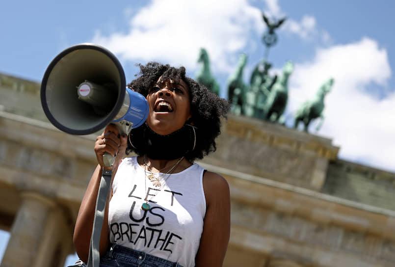 31 мая акции против полицейского насилия и расизма начались в других странах, в частности в Германии, Великобритании, Новой Зеландии, позже они прошли в Греции, Турции и Франции