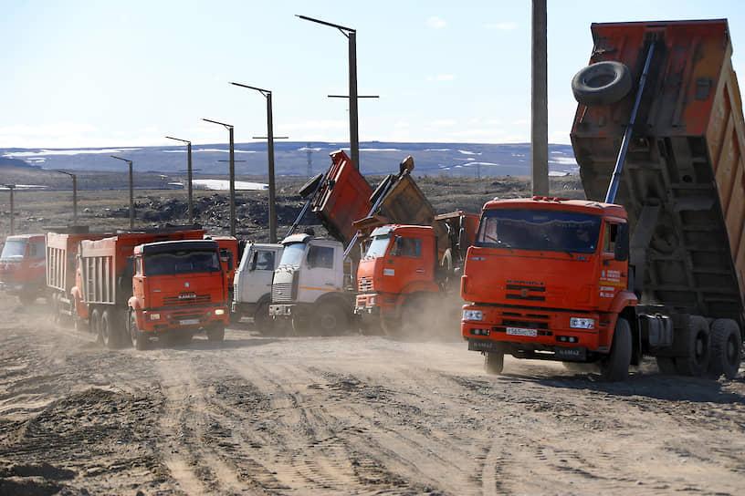 По данным «Норникеля», на 3 июня было откачано в общей сложности около 340 тонн дизтоплива, в том числе 78 тонн с акватории реки Амбарная. Также собрано около 800 кубометров загрязненного грунта