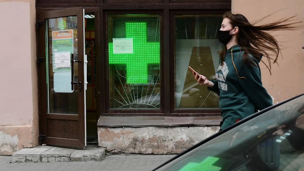 Россияне научились экономить на таблетках / Продажи дешевых лекарств снова стали расти