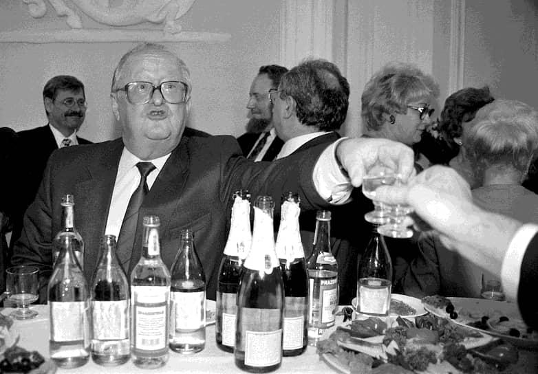 1997 год. Председатель Центрального банка России Виктор Геращенко на праздновании юбилея «Промстройбанка»