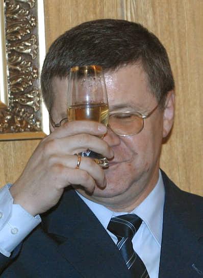 2002 год. Министр юстиции России Юрий Чайка на церемонии вручения призов победителям Всероссийского конкурса журналистских работ