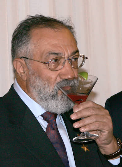 2006 год. Заместитель председателя Госудумы Артур Чилингаров на приеме от посольства Армении в ресторане «Националь»