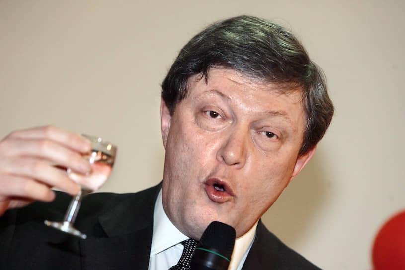 2007 год. Лидер партии «Яблоко» Григорий Явлинский во время празднования дня рождения партии
