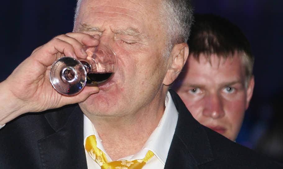 2008 год. Лидер ЛДПР Владимир Жириновский во время гала-вечера, посвященного празднованию 15-летия группы компаний «РосБизнесКонсалтинг» (РБК) в Центральном выставочном зале «Манеж»
