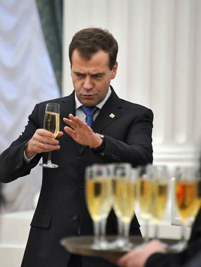 2011 год. Президент России Дмитрий Медведев на церемонии вручения государственных наград в Кремле