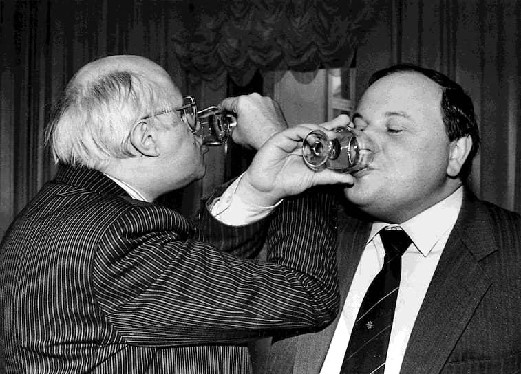 1992 год. Виолончелист Мстислав Ростропович (слева) и экономист Егор Гайдар