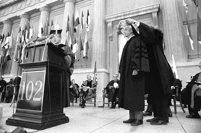 За свою деятельность Кусто был удостоен многочисленных наград, включая орден Почетного легиона. В 1977 году ООН присудила ему Международную экологическую премию. В 1989 году он был избран членом Французской академии наук