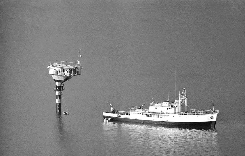 В 1950 году Кусто купил бывший минный тральщик, назвал его «Каллипсо» и превратил в плавучую лабораторию. В 1952 году благодаря грантам Национального географического общества США и Французской академии наук он отправился в четырехлетнее путешествие по океанам мира