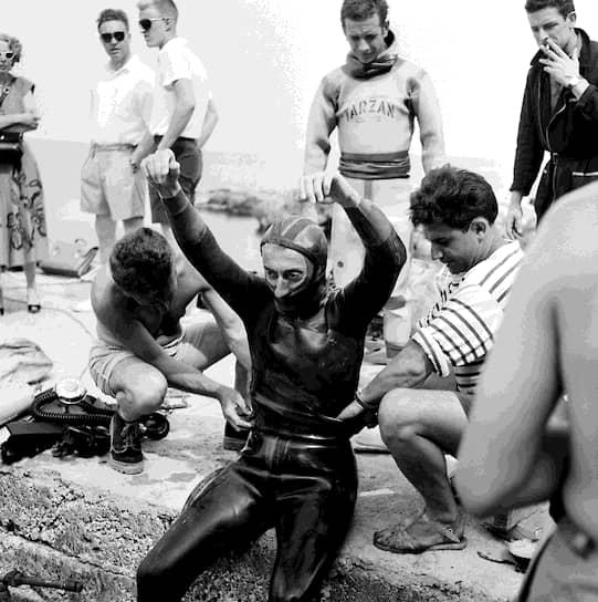 Обеспокоенный разрушением морских экосистем, Кусто в 1974 году основал некоммерческое общество по охране морской среды, которое называлось «Общество Кусто». Капитан регулярно требовал прекратить загрязнять окружающую среду и запретить испытания ядерного оружия