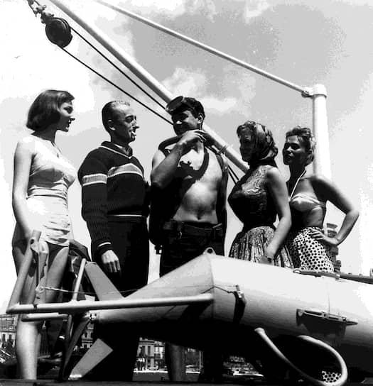 В 1943 году Жак-Ив Кусто вместе с Эмилем Гагнаном изобрели первый безопасный и эффективный аппарат для дыхания под водой, названный аквалангом