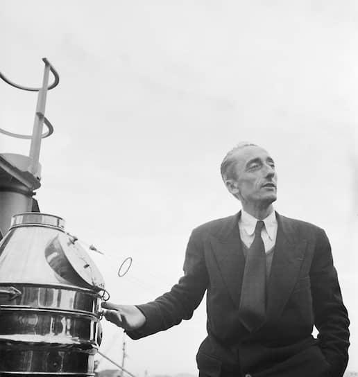 Жак-Ив Кусто родился 11 июня 1910 в городе Сент-Андре-де-Кюбзак близ Бордо. Его отец был юристом и много путешествовал, часто брал сына с собой. Подводное плавание он освоил в 10-летнем возрасте. В 20 лет Кусто поступил в военно-морское училище и впервые совершил кругосветное плавание на корабле «Жанна д'Арк»