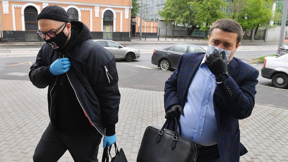 Режиссер Кирилл Серебренников (слева) и его адвокат Дмитрий Харитонов