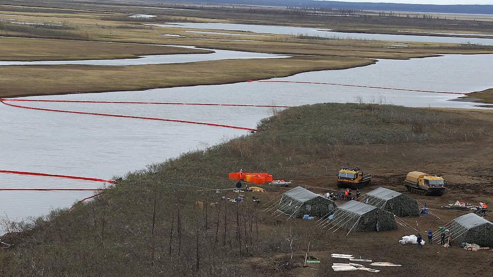 Как очищают реки от топлива после аварии на ТЭЦ-З в Норильске